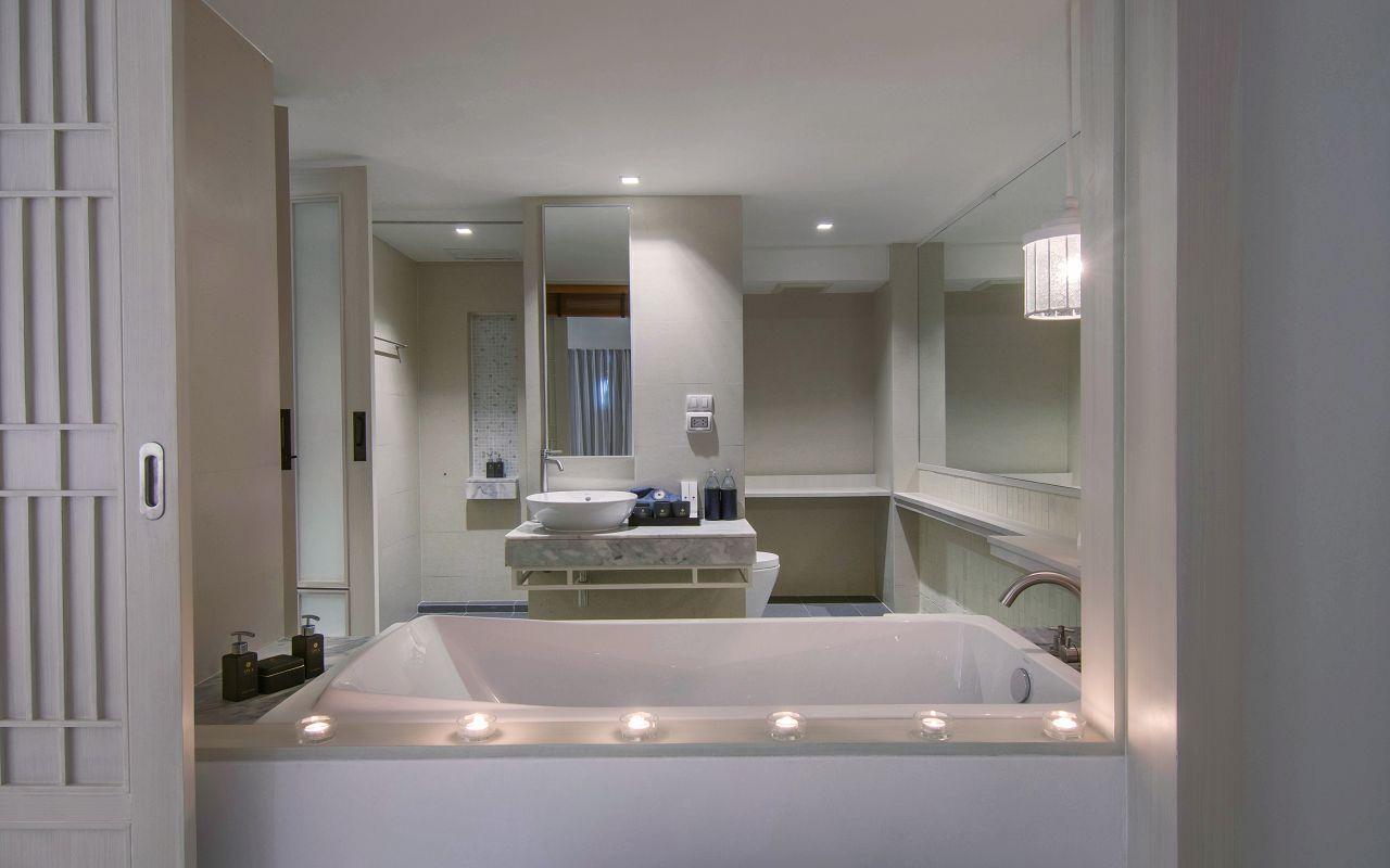 00032 - Beachfront Suite_Bathroom