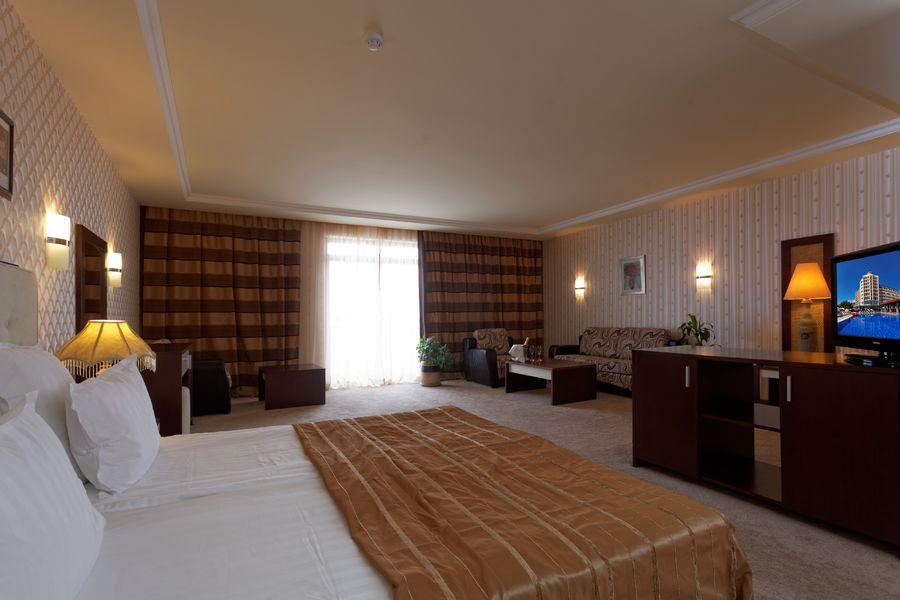 008-junior suite