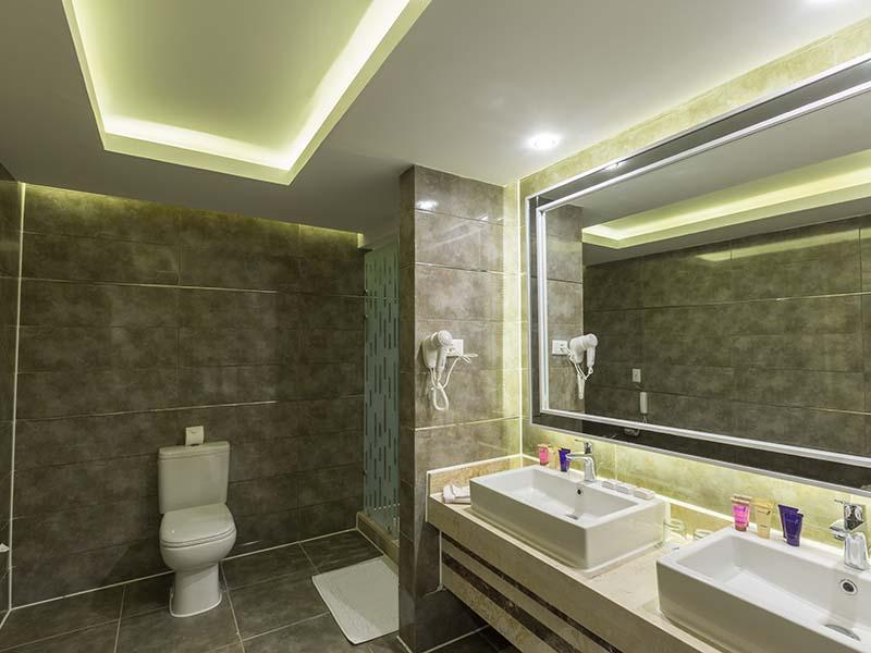03 - Bathroom