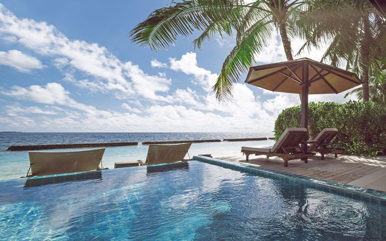 05-06-luxury-beachfront-pool-villa-03