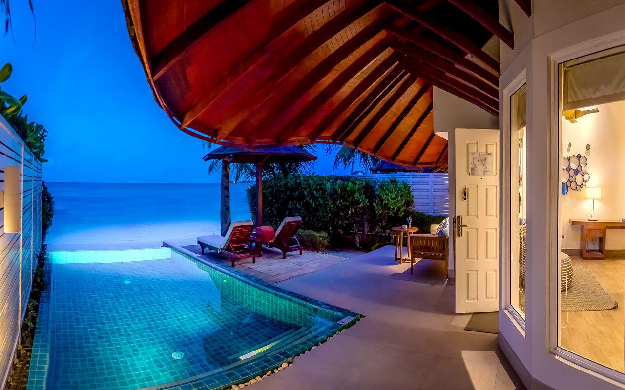 05-06-luxury-beachfront-pool-villa-05