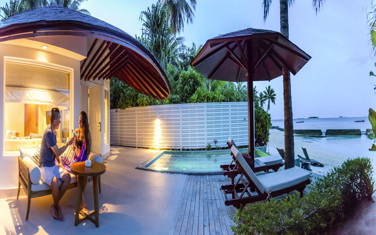 05-06-luxury-beachfront-pool-villa-06