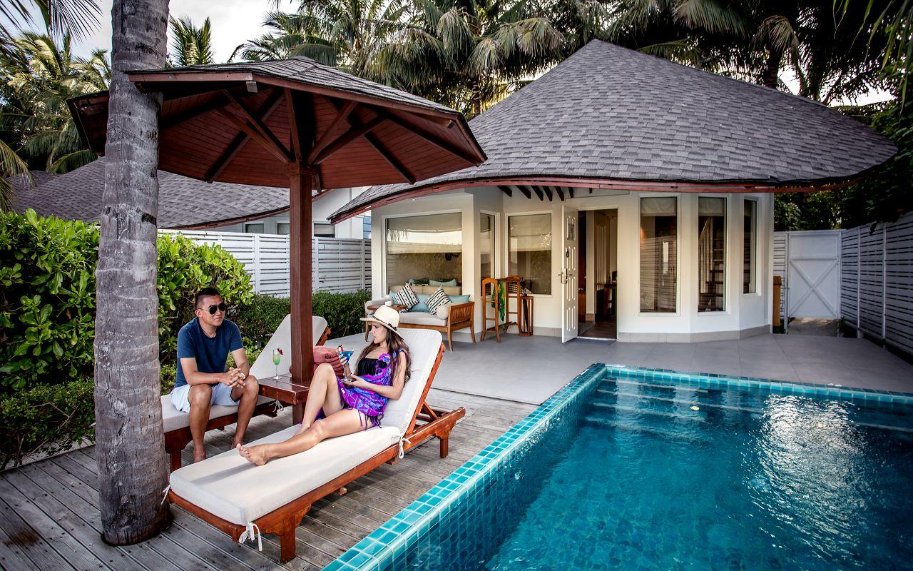 05-06-luxury-beachfront-pool-villa-07