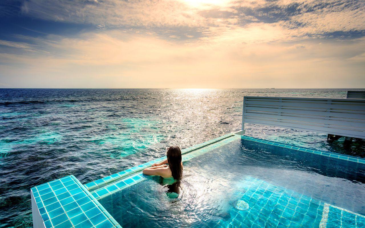 07-sunset-ocean-pool-villa-09