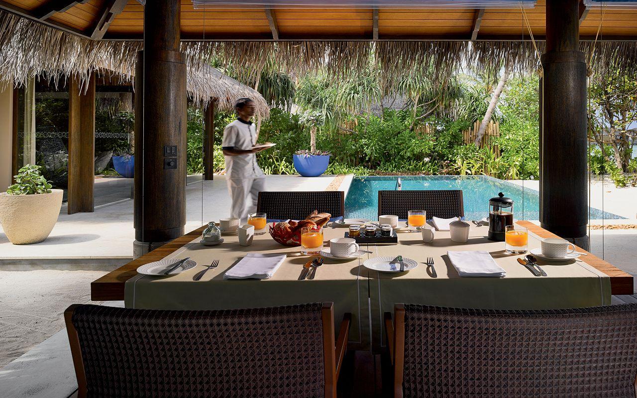 08 - Beach Pool Villa - Outdoor Dining Area