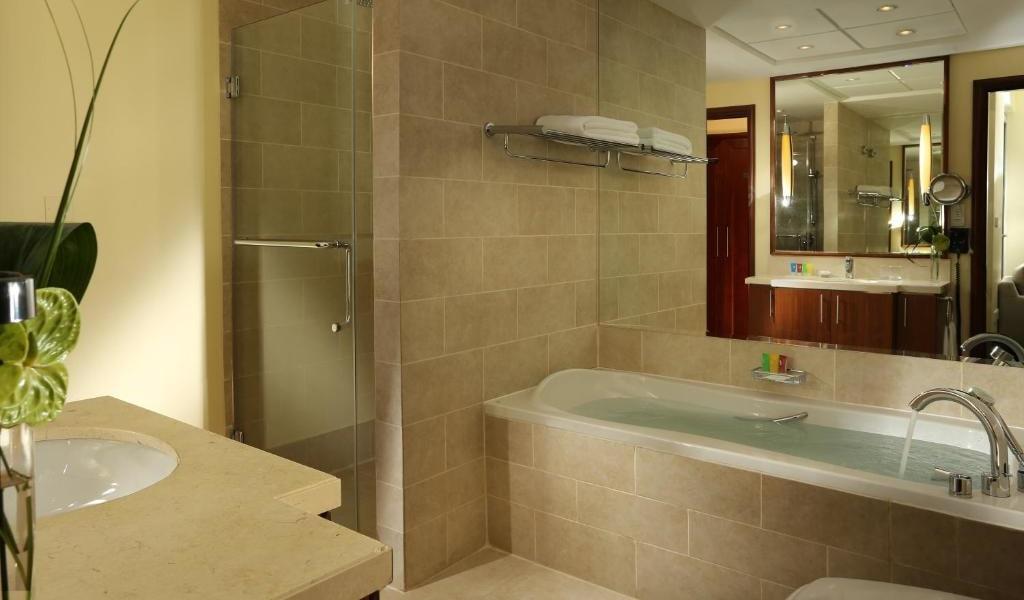 1 Bedroom Suite Fountain View6-min
