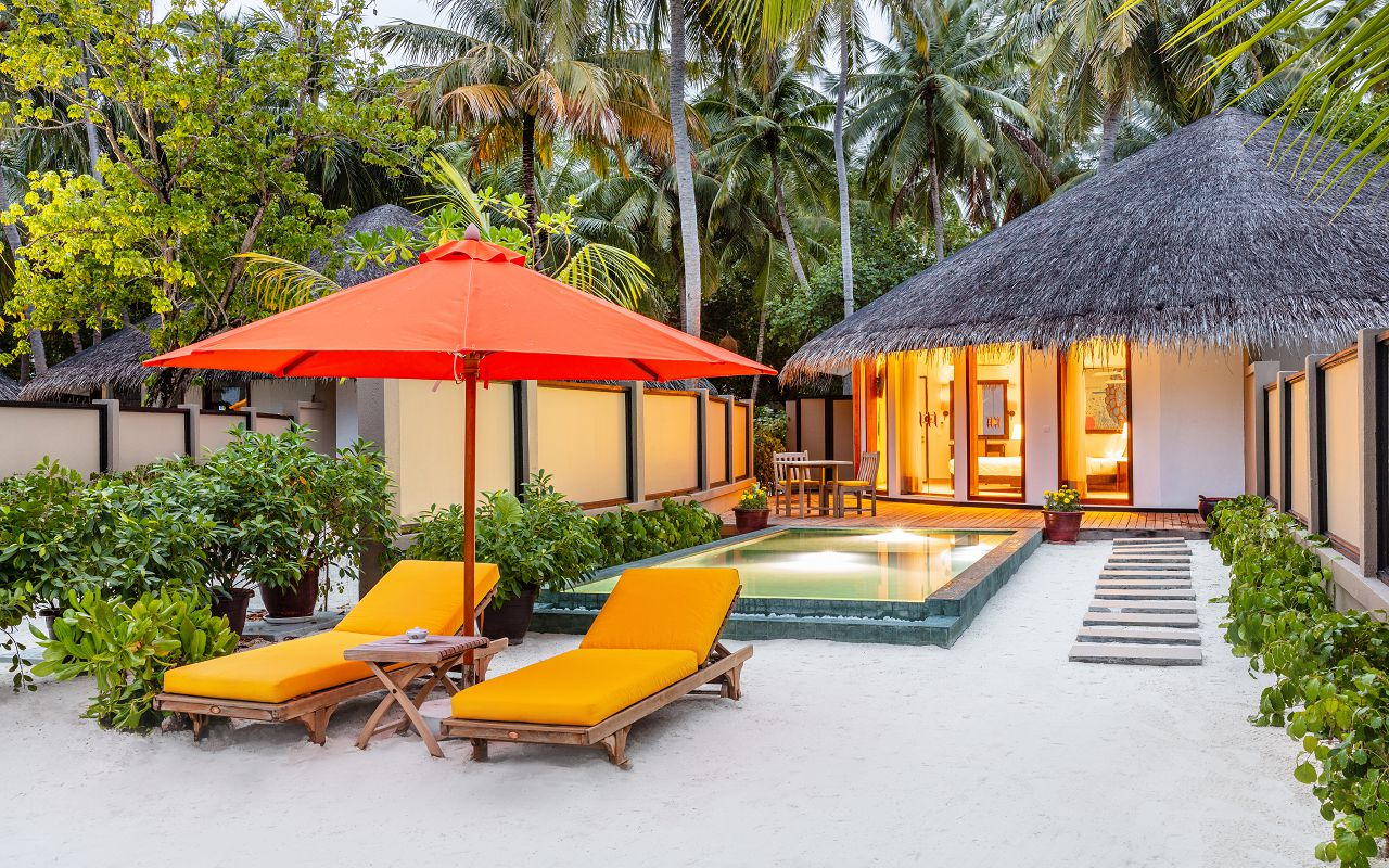 117534785-H1-Beachfront_Infinity_Pool_Villa_03