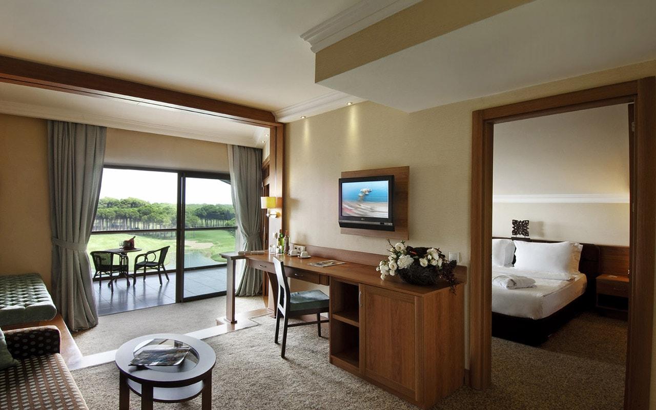 12 SHGB_Suite_Room-min