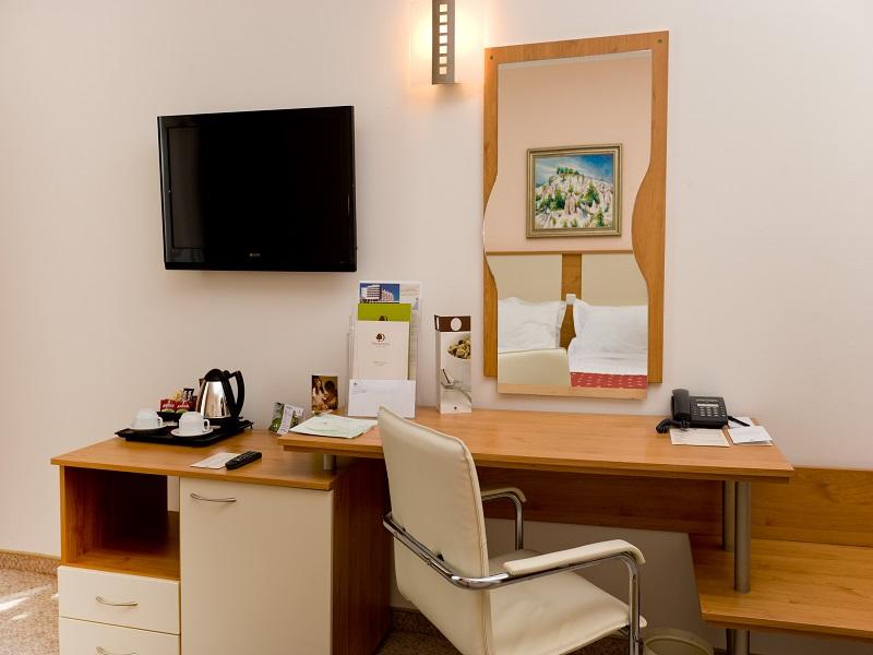12. Desk Set up
