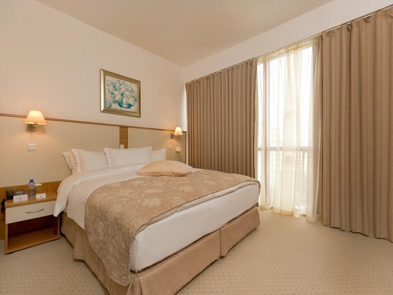 13. DoubleTree Suite - Bedroom