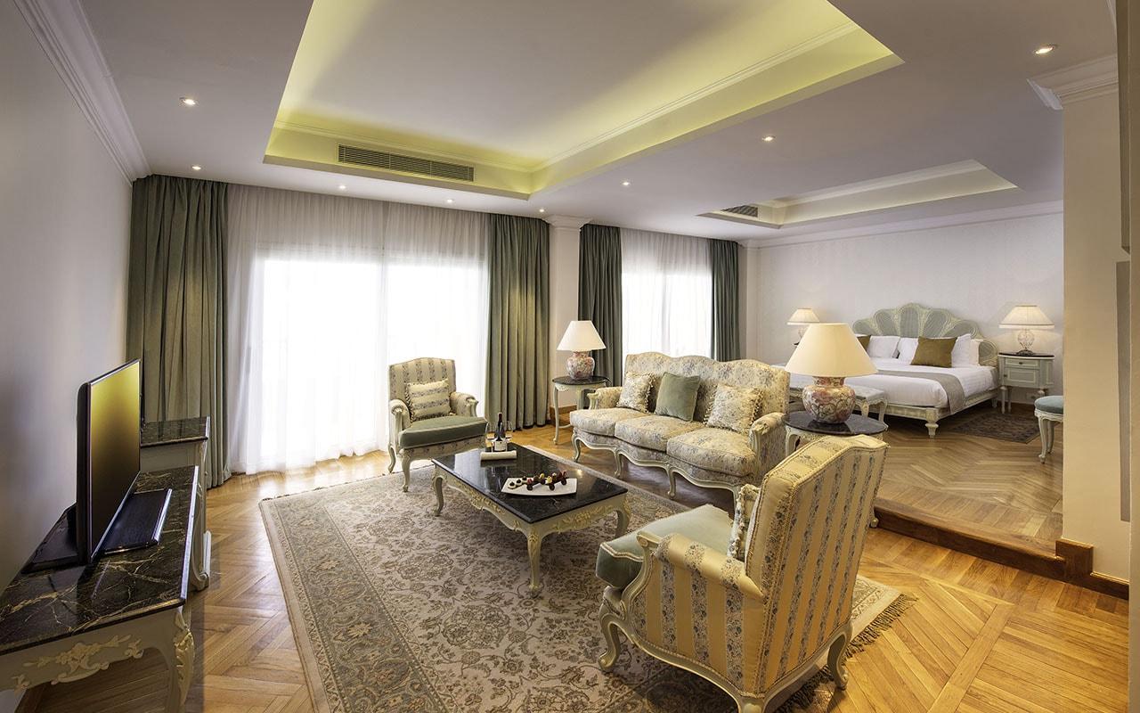 (19) Royal Suite-min
