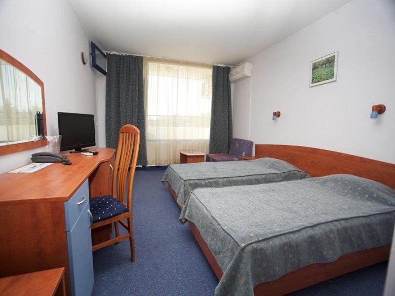 1_2_room2_800