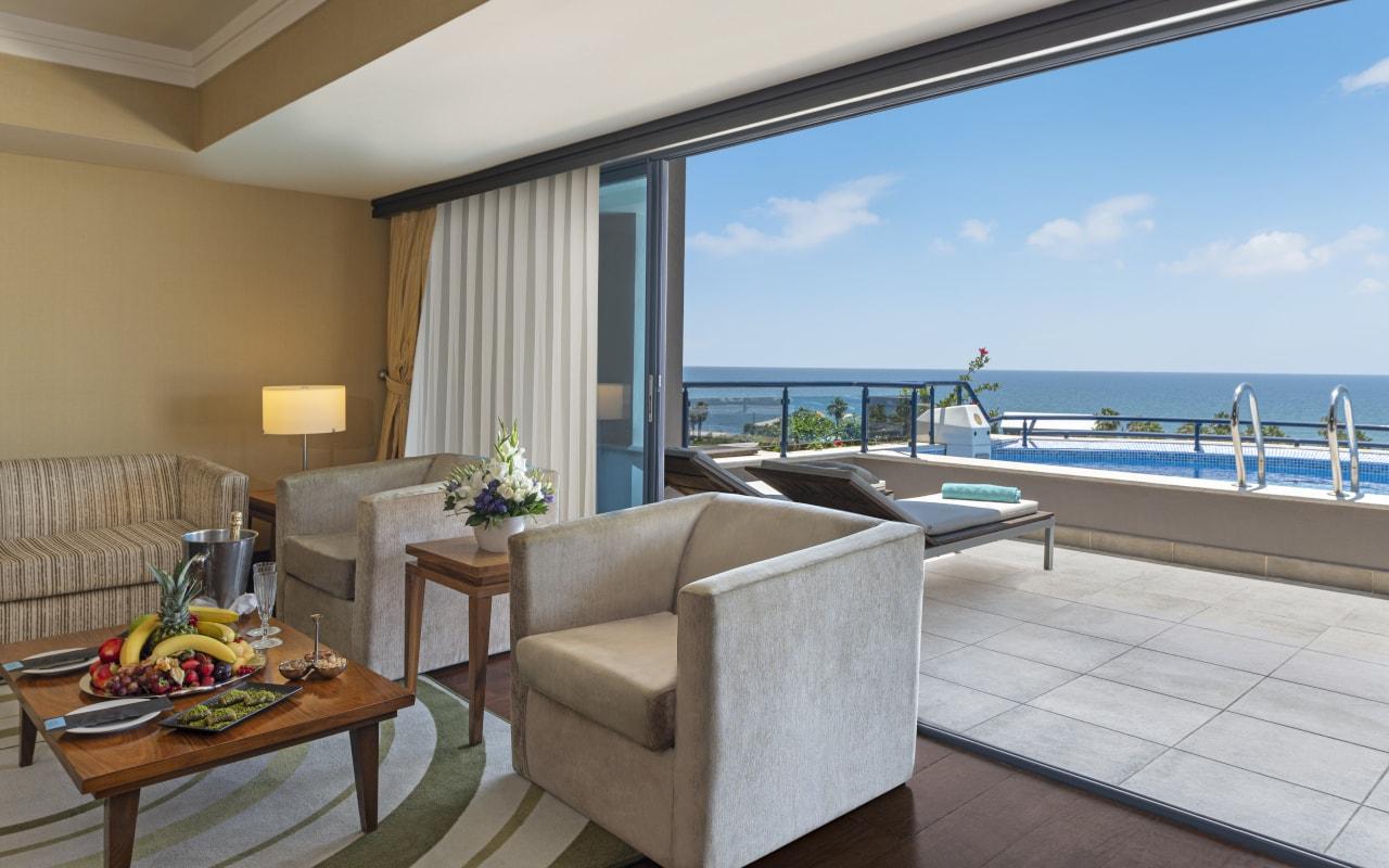 2 - Royal Suite - Room-min