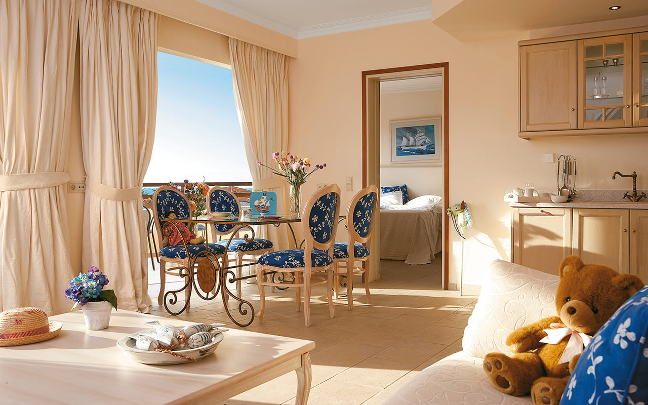 21-Casa-Marina-Deluxe-Suite-With-Hydro-Massage-grecotel mp
