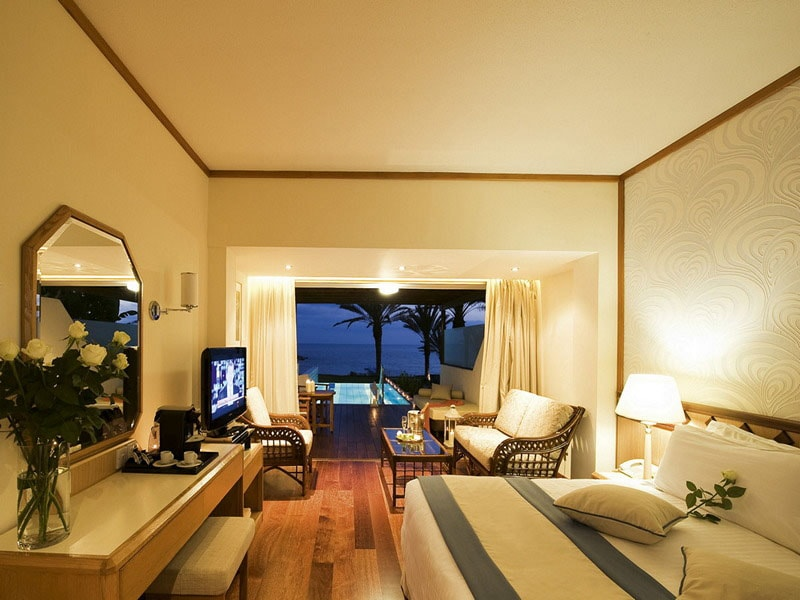 22.2++ATHENA+BEACH+HOTEL+2012+JUNIOR++SUITE+WITH+PRIVATE+POOL+NEW-min
