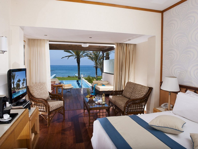22.+ATHENA+BEACH+HOTEL+2012+JUNIOR++SUITE+WITH+PRIVATE+POOL+NEW-min