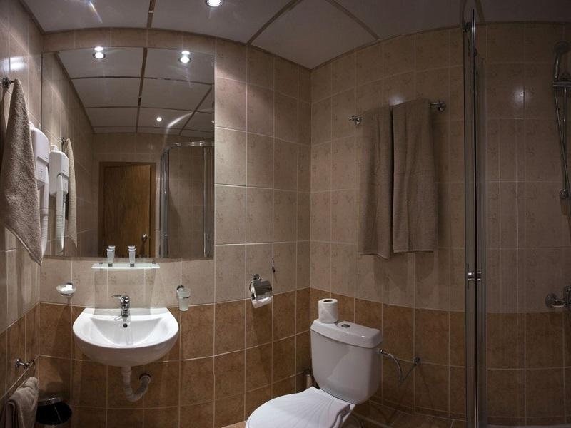 25-Royal-2012-bathroom_superior