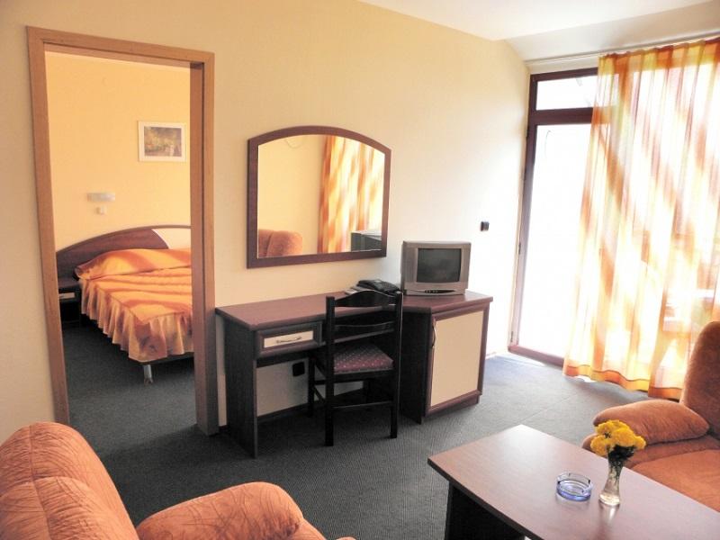 2_4_3-APP_1_bedroom