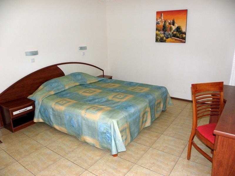 2_5_3-VIP_APP_bedroom_1