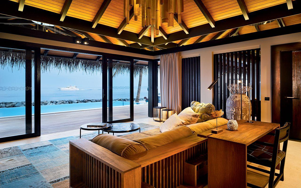44 - Romantic Pool Residence - Living Room
