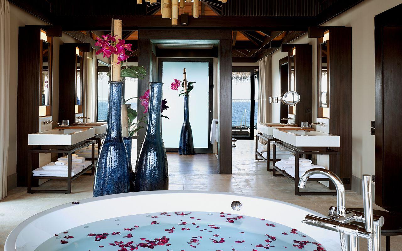 46 - Romantic Pool Residence - Bathroom