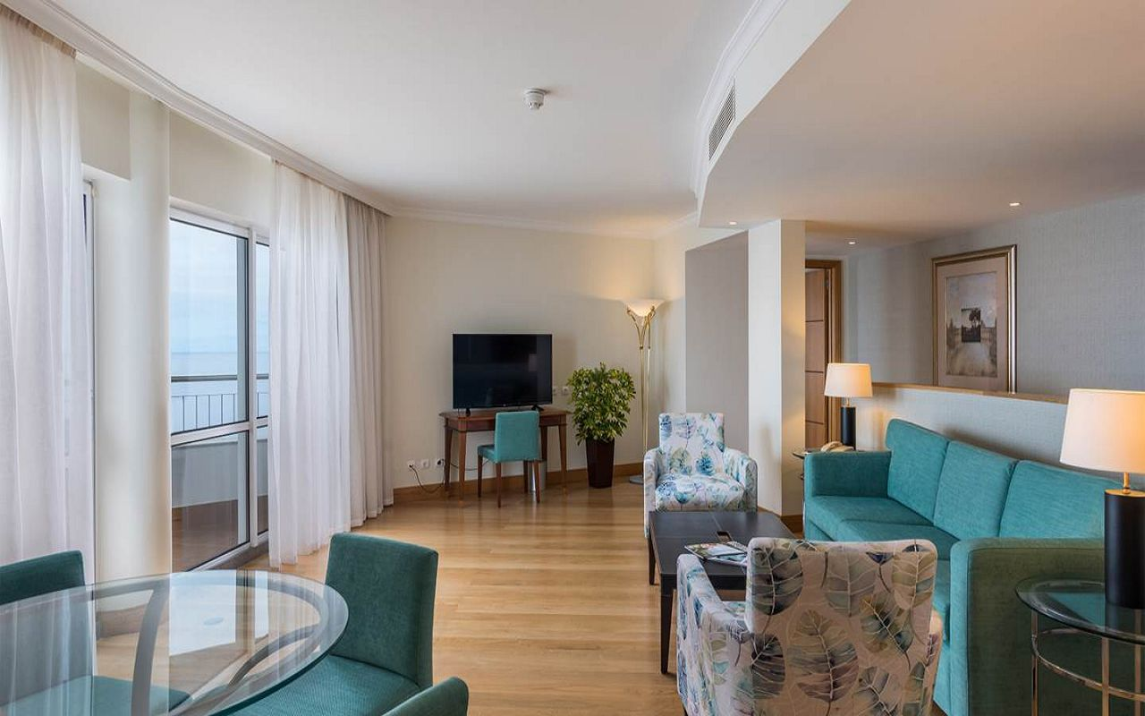 5-star-hotel-madeira-with-spa-master-suite-living-rooms-overview