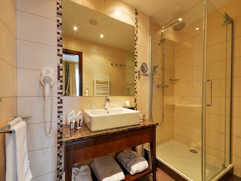 55junior-suite-bathroom