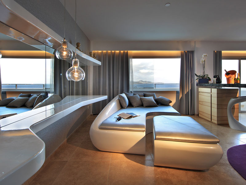 56_ushuaia-beach-hotel-anything-can-happen-suite-stag-view2