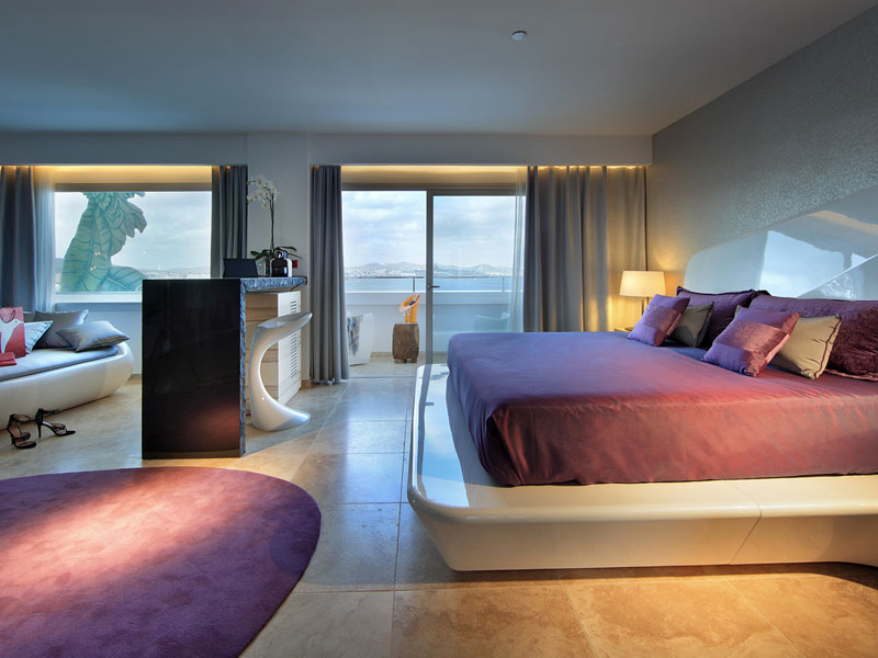 57_ushuaia-beach-hotel-anything-can-happen-suite-stag-view3