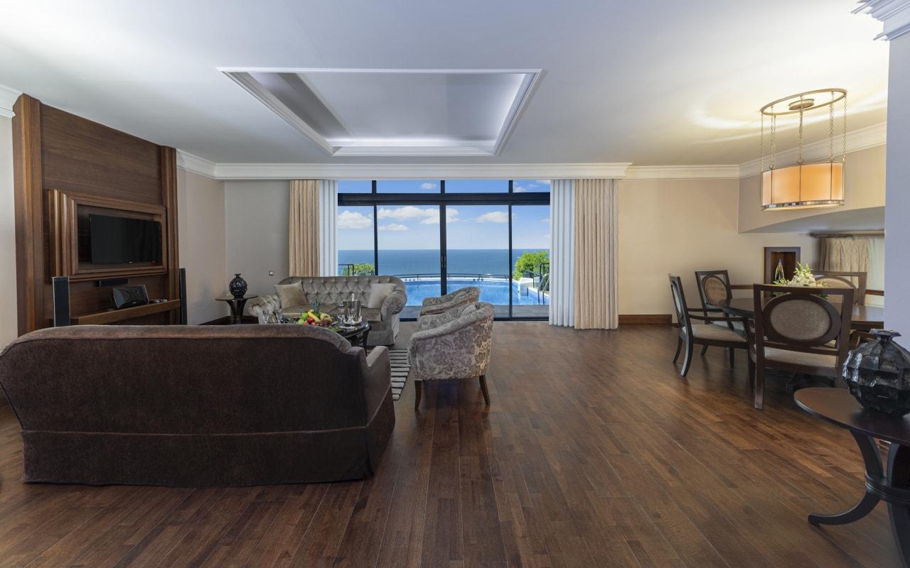 6 - King Suite Room-min