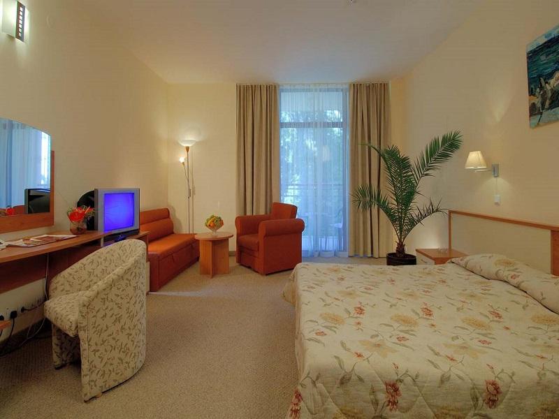 6. Helios Spa Family Room