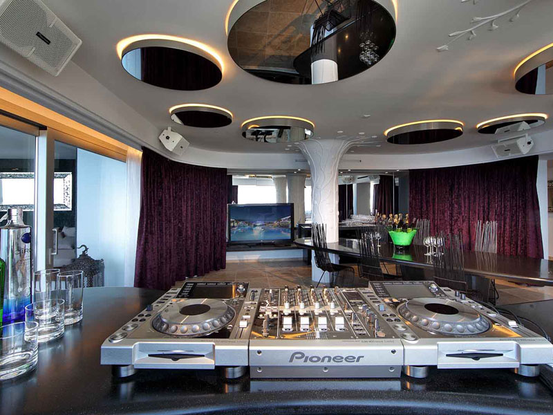 68_ushuaia-beach-hotel-top-of-the-world-suite3