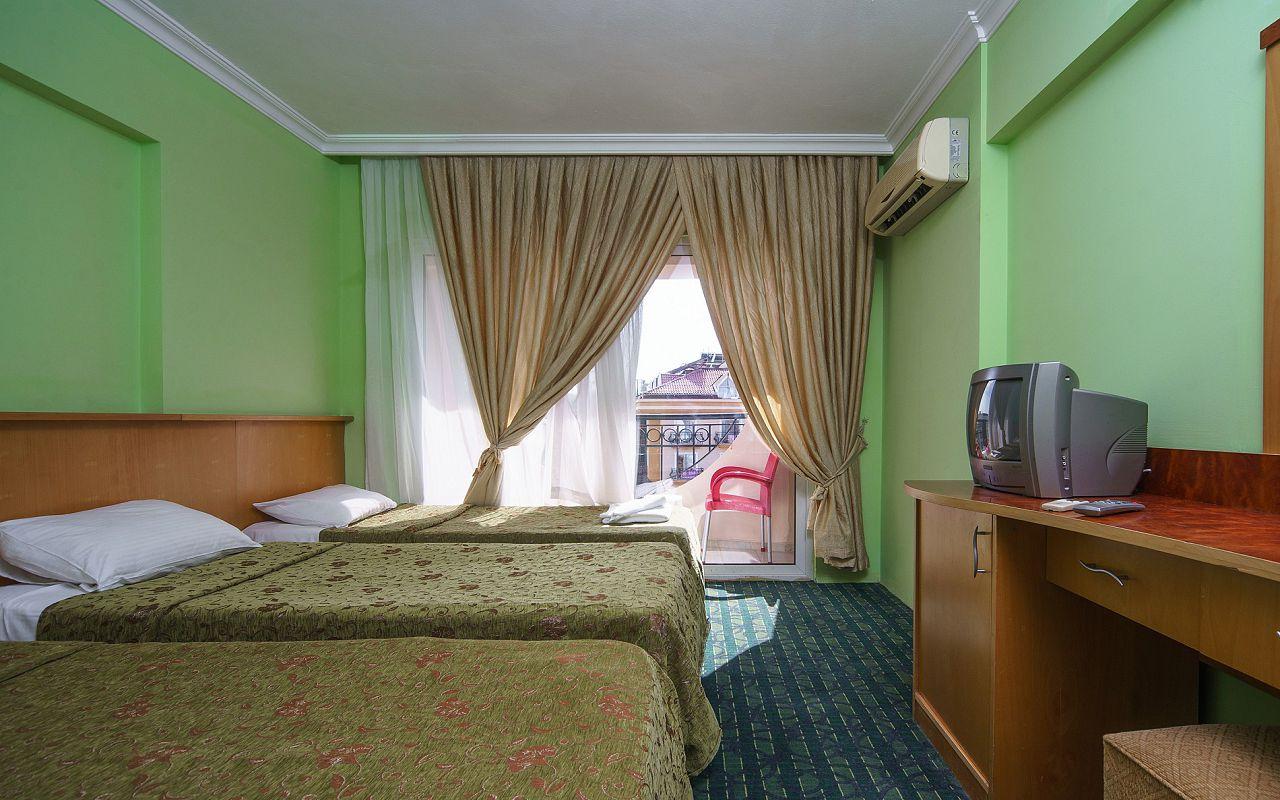6Larissa Inn Hotel (4)
