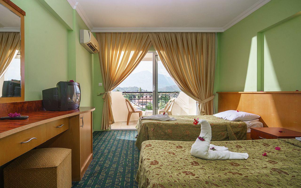 6Larissa Inn Hotel (7)