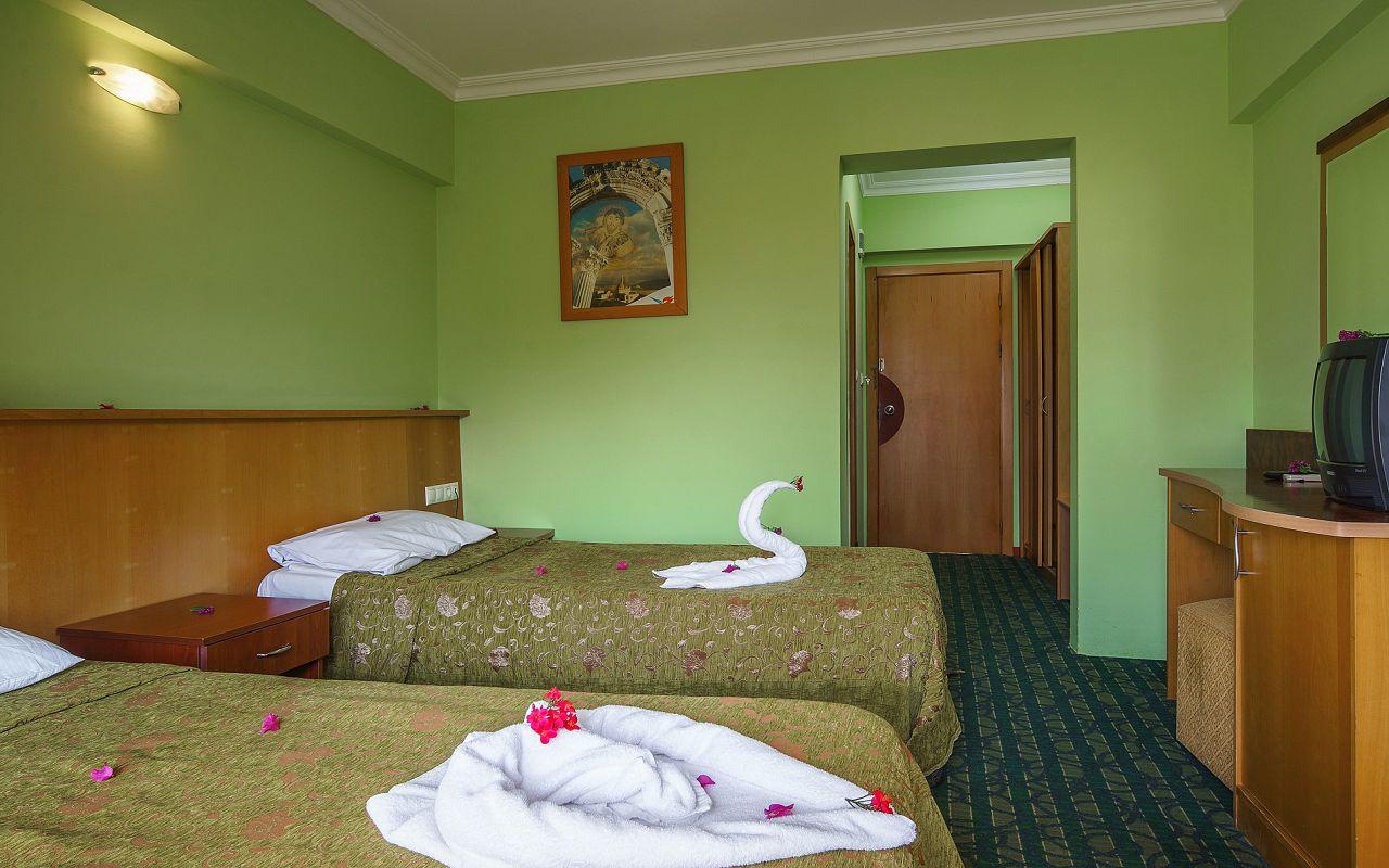 6Larissa Inn Hotel (9)