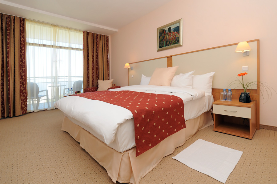 7. DoubleTree King Guest Room Sea View