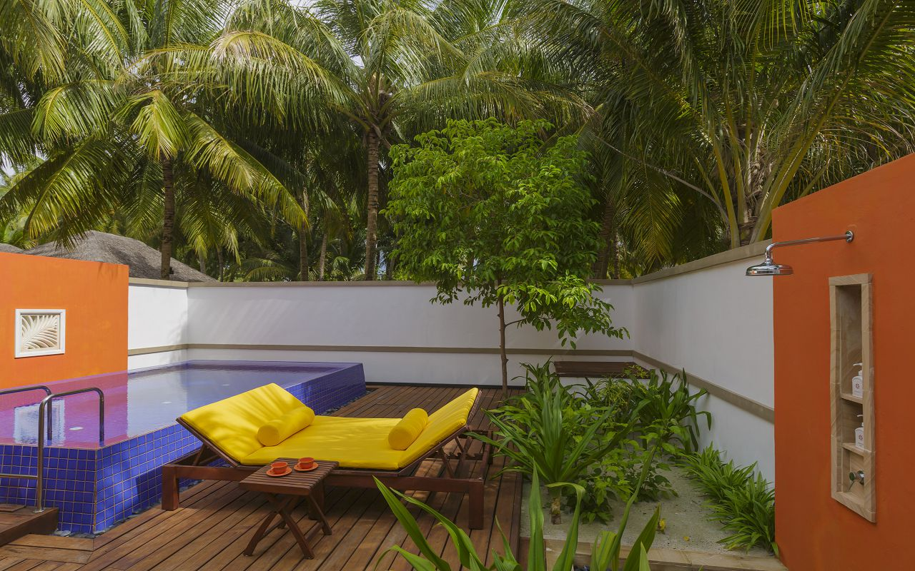 71577742-H1-Angsana_Velavaru_Deluxe_Beachfront_Pool_Villa_Outdoor