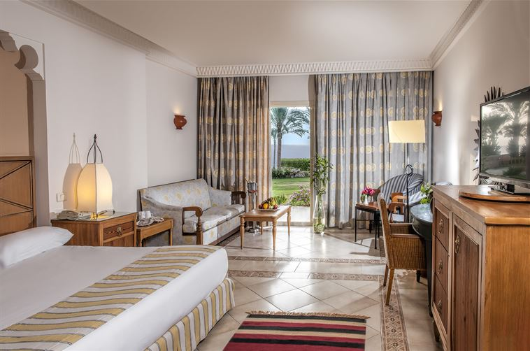 970489_Beach Front Room 2758x502