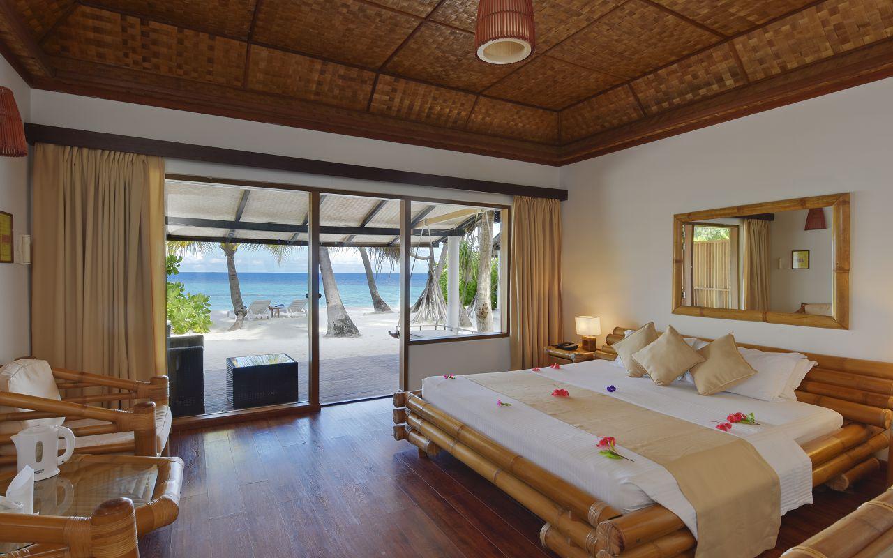 ANG-HRES-Angaga_Resort_Superior_Beach3