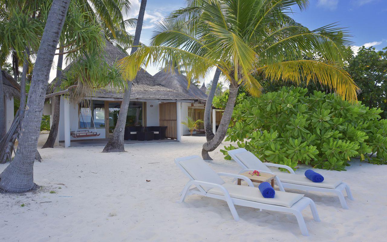 ANG-HRES-Angaga_Resort_Superior_Beach4