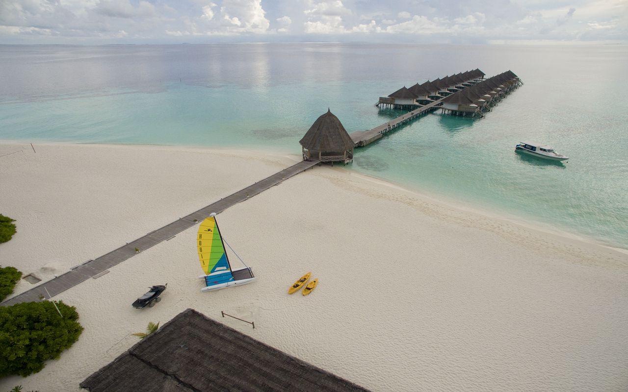 ANG-HRES-Angaga_Resort_Superior_Water_Bungalow_Aerial2