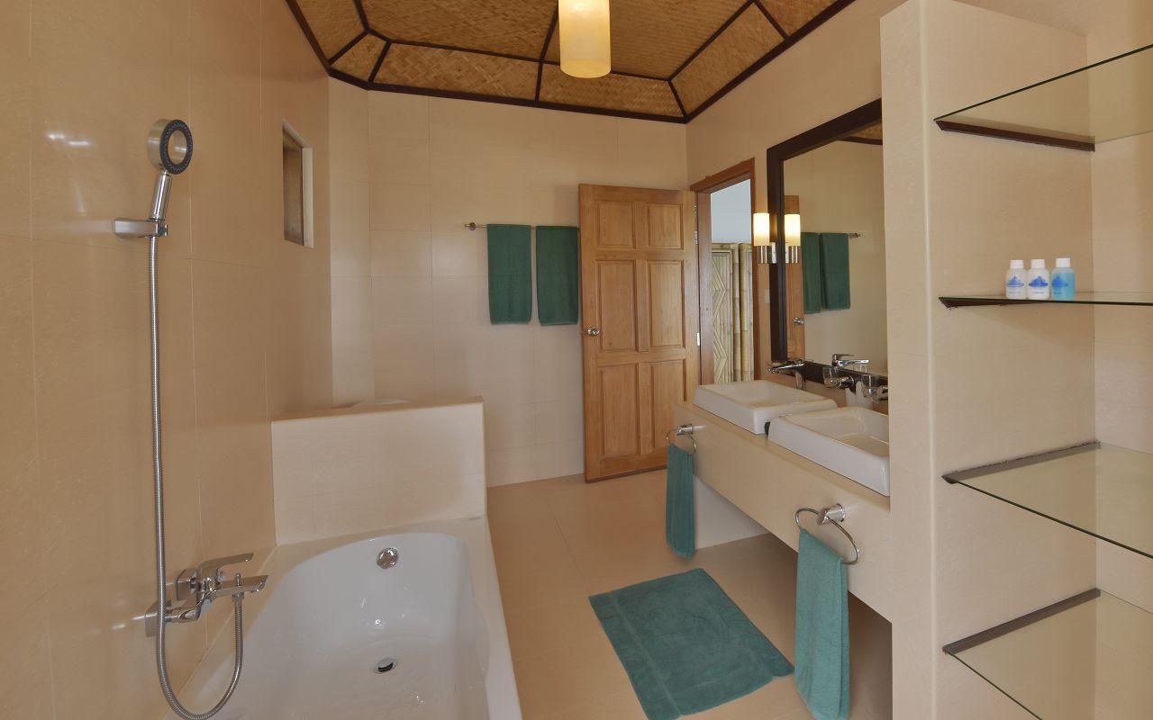 ANG-HRES-Angaga_Resort_Superior_Water_Bungalow_Toilet1