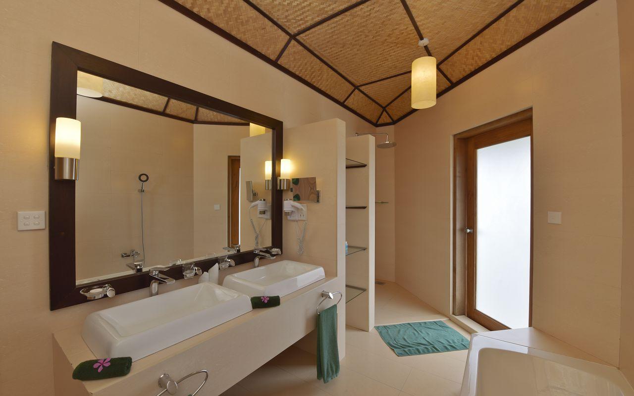ANG-HRES-Angaga_Resort_Superior_Water_Bungalow_Toilet2