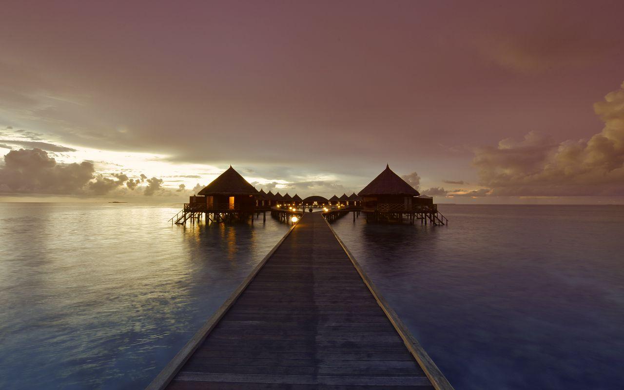 ANG-HRES-Angaga_Resort_Water_Bungalow7