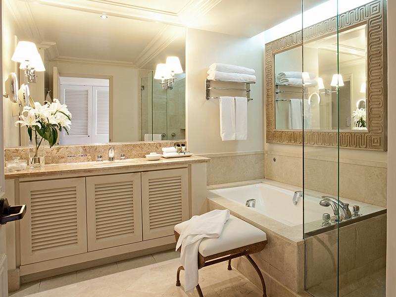 Anassa-Hotel-Garden-View-Room-bathroom-3C