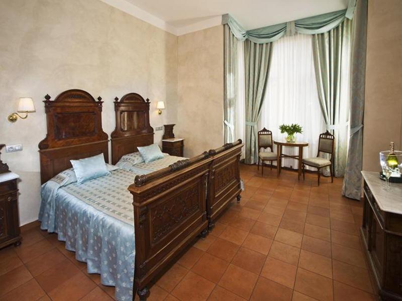 Antique Room2