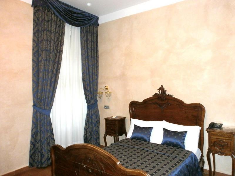 Antique Room3