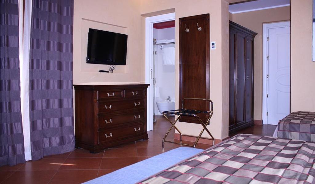 Artemis Hotel (2)