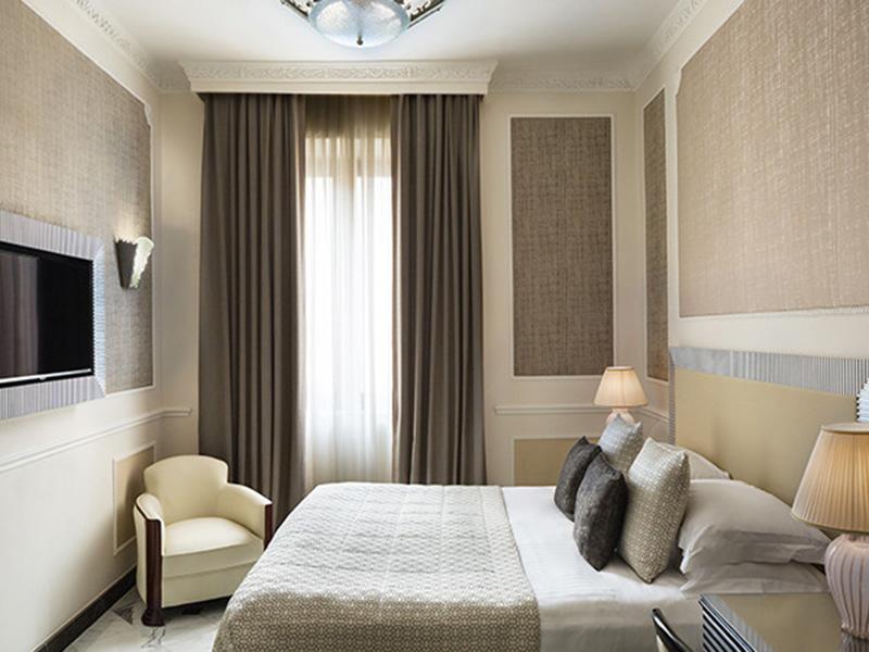 Baglioni_Hotel_Regina_Deluxe_Room4-720x450