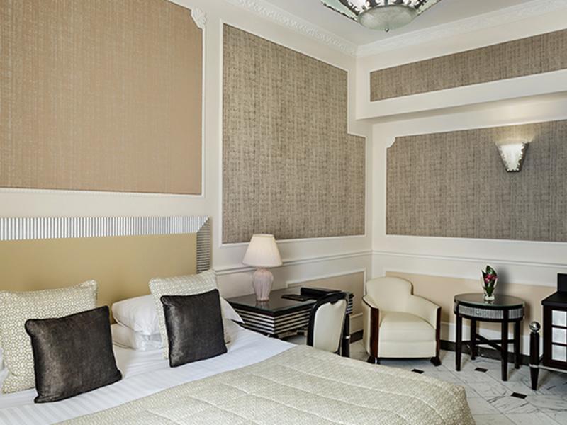 Baglioni_Hotel_Regina_Deluxe_Room_24